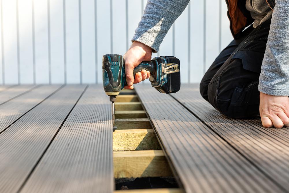 Quels entretiens prévoir pour une terrasse en composite ?